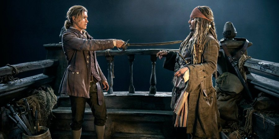 Brenton-Thwaites-and-Johnny-Depp-in-Pirates-of-the-Caribbean-5