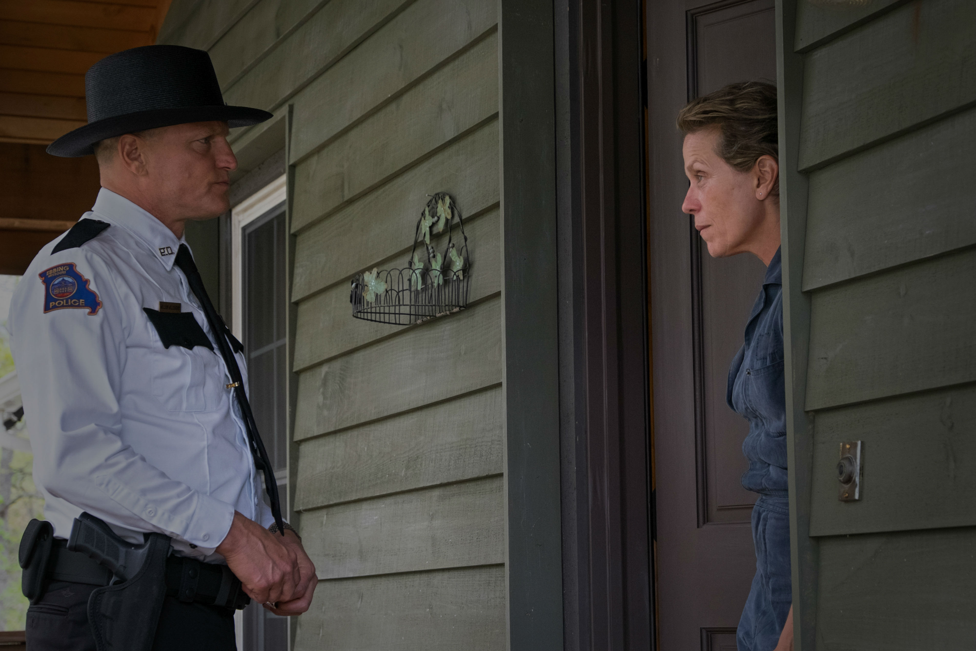 Three-Billboards-Outside-Ebbing-Missouri-14-Woody-Harrelson-and-Frances-McDormand
